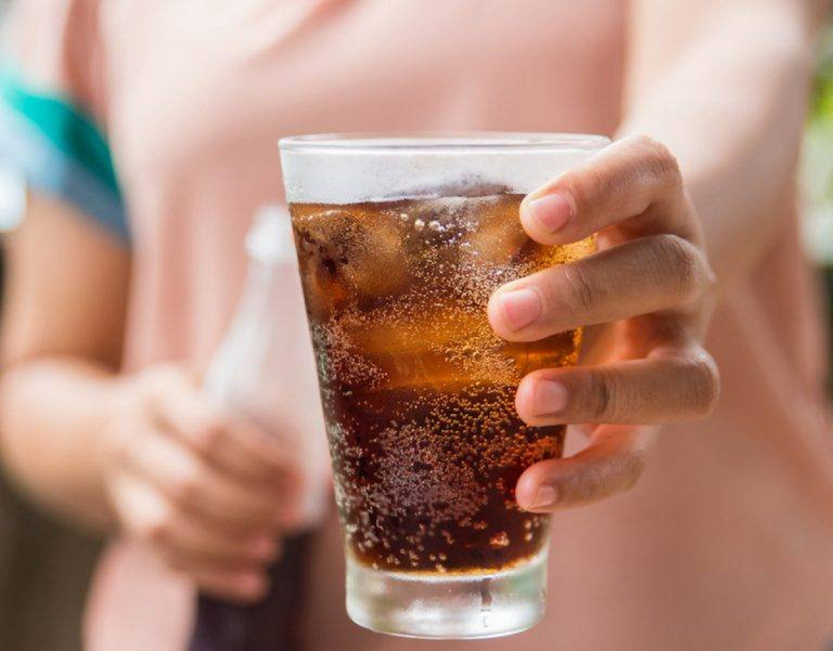 Glass of cola with ice. 768x601