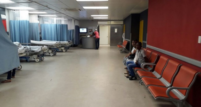 Resultado de imagen para Pocos pacientes  en los hospitales del Gran Santo Domingo; no ofrecen información