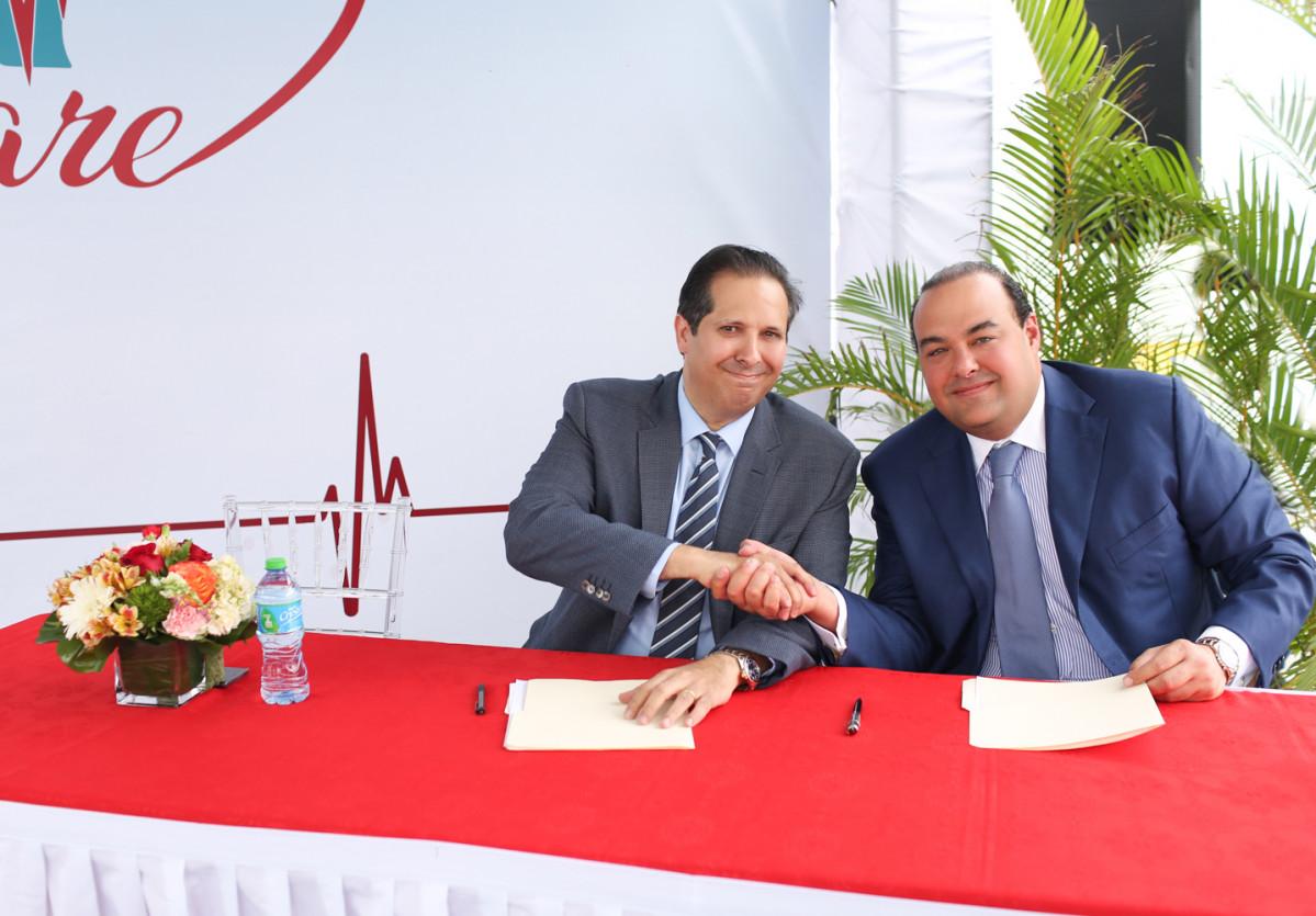 Firma del Acuerdo entre Dr. Victor Atallah y Christian Farach